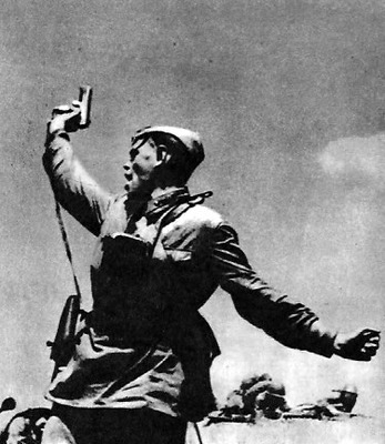 Коммунисты, вперёд!