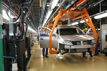Линия сборки на конвейере завода «АвтоВАЗ»