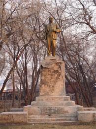В  Петропавловске сняли с постамента памятник Ленину