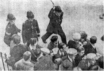 3 октября 1937-го лондонские рабочие организации провели двухсоттысячную акцию против марша Британского союза фашистов