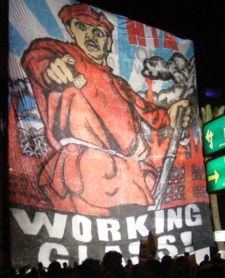 """""""Рабочий класс"""", гигантский (32 метра) плакат на демонстрации в Тель-Авиве"""