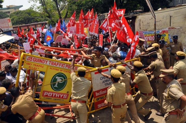 Индия, всеобщая забастовка 02.09.2016, столкновения с полицией
