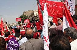 Рабочая демонстрация у Министерства промышленности в Багдаде 29 марта, требующая отмену всё ещё действующих ограничений времён Саддама Хусейна, установление трудового закона, который соответствует международным стандартам, и восстановления рабочих активис