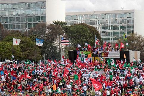 Протесты против пенсионной реформы в Бразилии