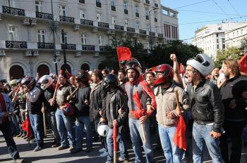 Относительно реакции международных СМИ на убийственное нападение на большую демонстрацию ПАМЕ