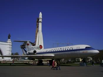Самолёт Як-42 на ВДНХ